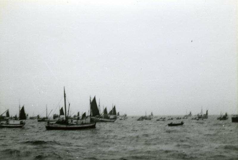 Fiskebåter på feltet