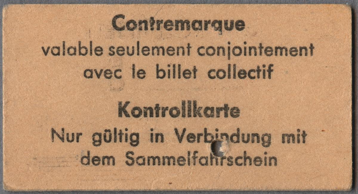 Kontrollbiljett för andra klass. Längst upp till vänster en logotyp med sammanflätat C och I. Biljetten gällde endast tillsammans med gruppbiljett, vilket går att läsa på biljetten. På baksidan finns samma information på franska och tyska. Biljetten är klippt.