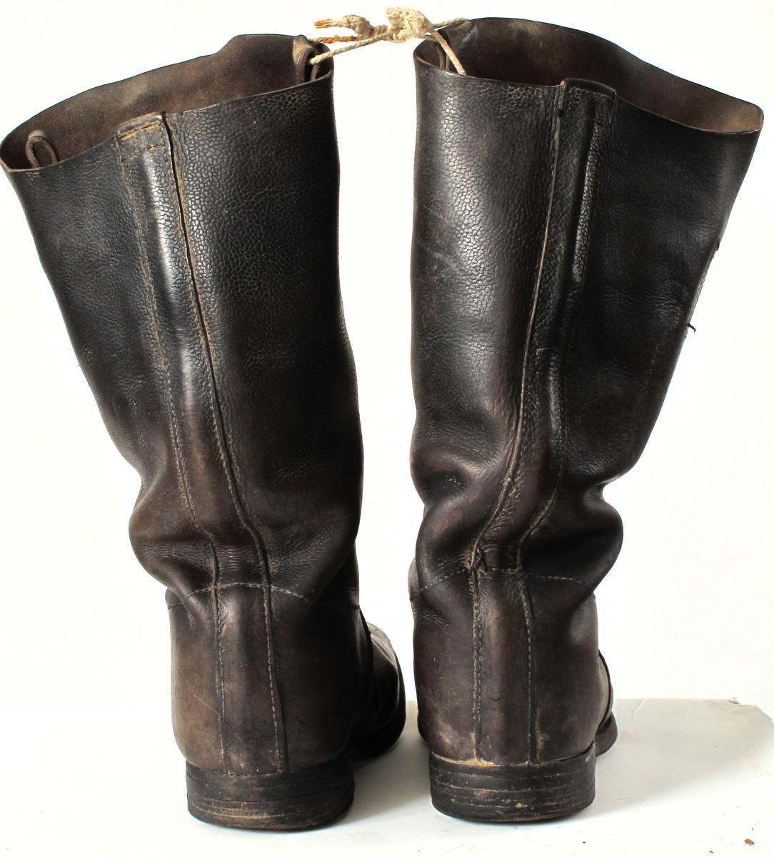 Lærstøvler m. vide støvleskaft.