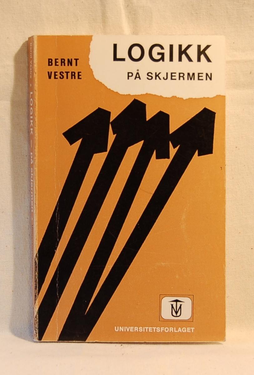På bokens forside motiv med fire piler som peker oppover