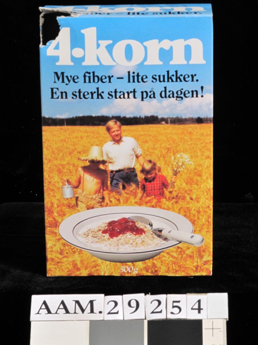 Dyp tallerken med 4-korn, melk og syltetøy, kornåker, med 3 mennesker.