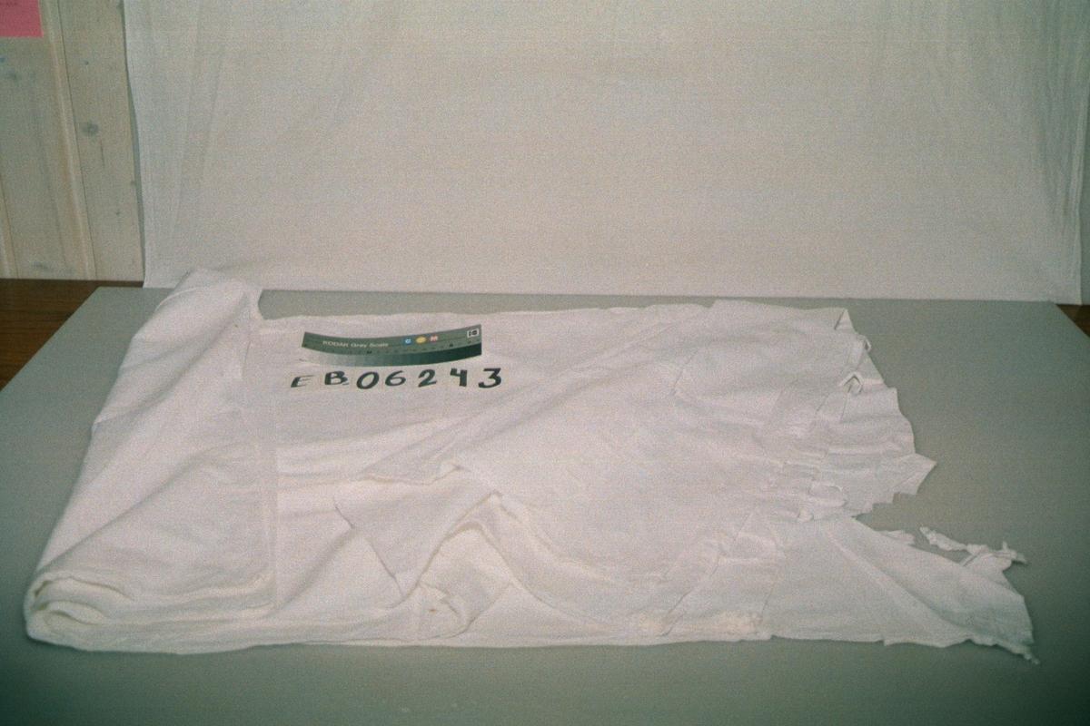 Form: rektangulært, lukkes med knyting