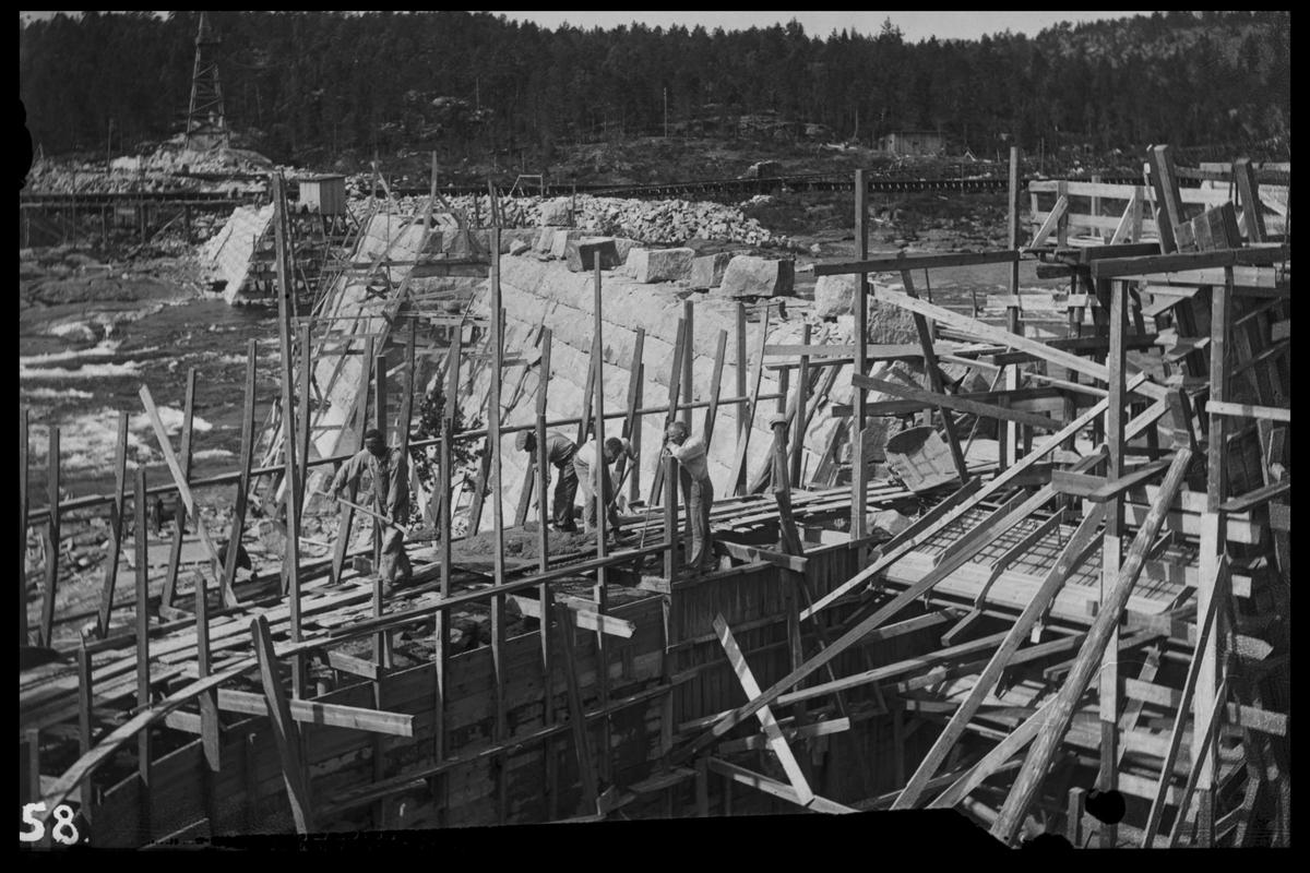 Arendal Fossekompani i begynnelsen av 1900-tallet CD merket 0468, Bilde: 75 Sted: Flaten Beskrivelse: Brudd med transportbane