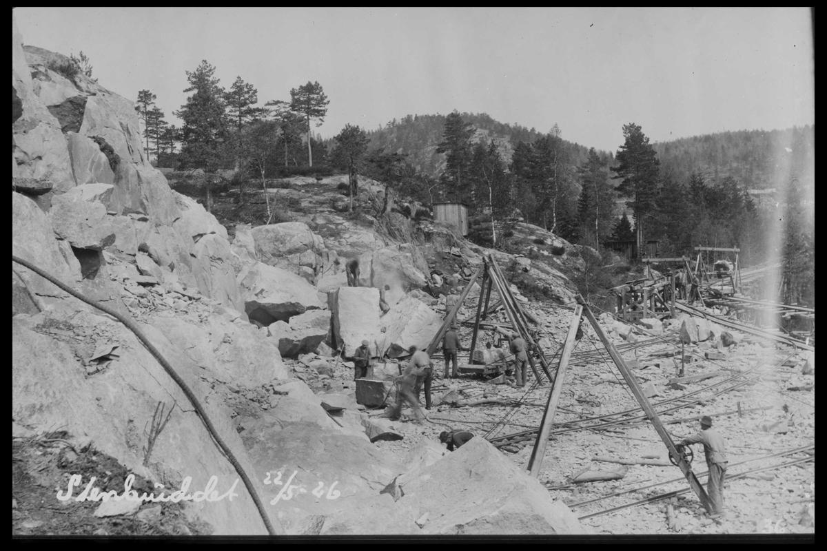 Arendal Fossekompani i begynnelsen av 1900-tallet CD merket 0468, Bilde: 80 Sted: Flaten Beskrivelse: Steinbruddet