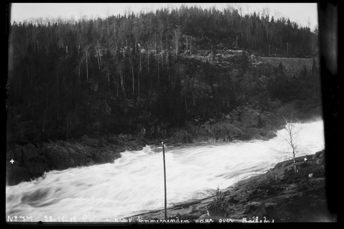Arendal Fossekompani i begynnelsen av 1900-tallet CD merket 0470, Bilde: 16 Sted: Bøylefoss Beskrivelse: Merkede landfester for tømmerenne