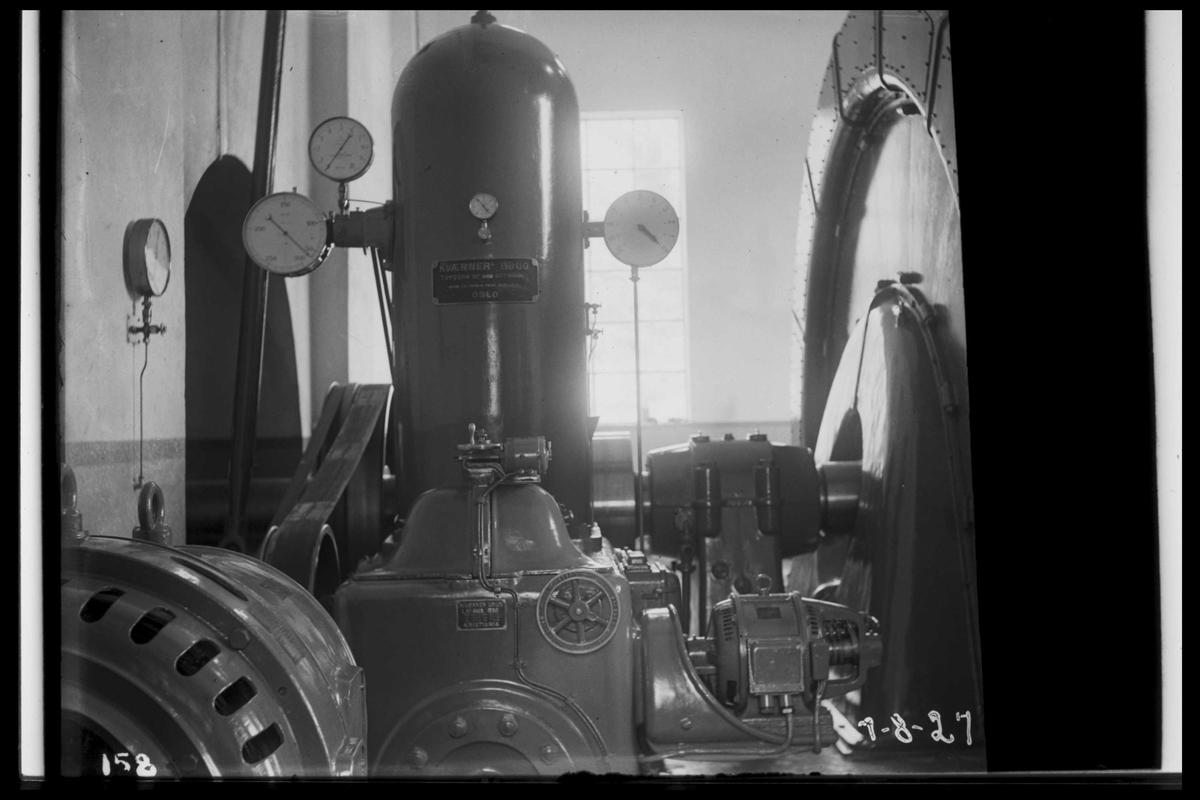 Arendal Fossekompani i begynnelsen av 1900-tallet CD merket 0470, Bilde: 48 Sted: Flaten Beskrivelse: Turbinregulator