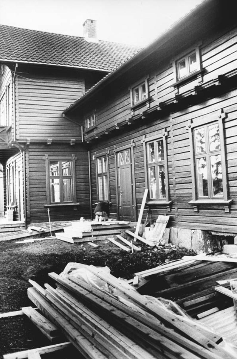 Fra restaureringen av Waldermarhøy. Bygging av ny trapp.