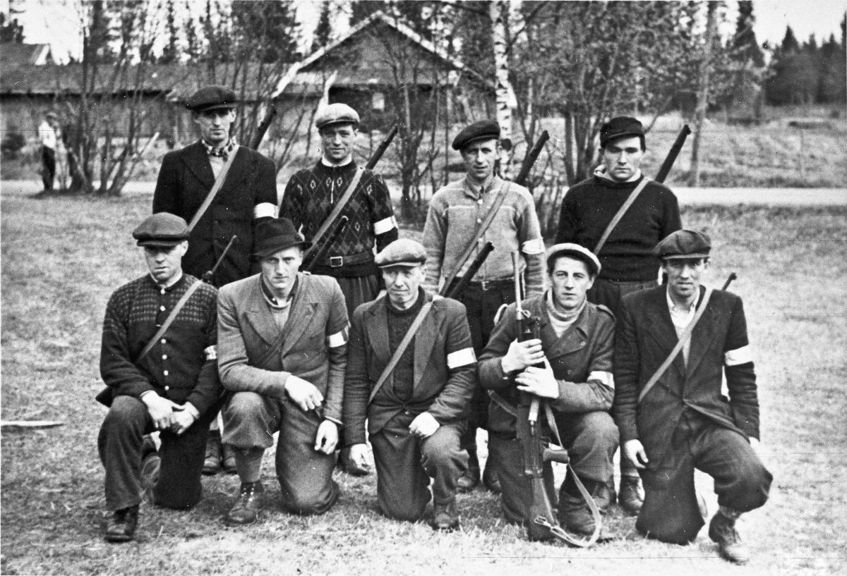 Folk fra Hjemmestyrkene. Utenfor Vestheim på Minnesund.