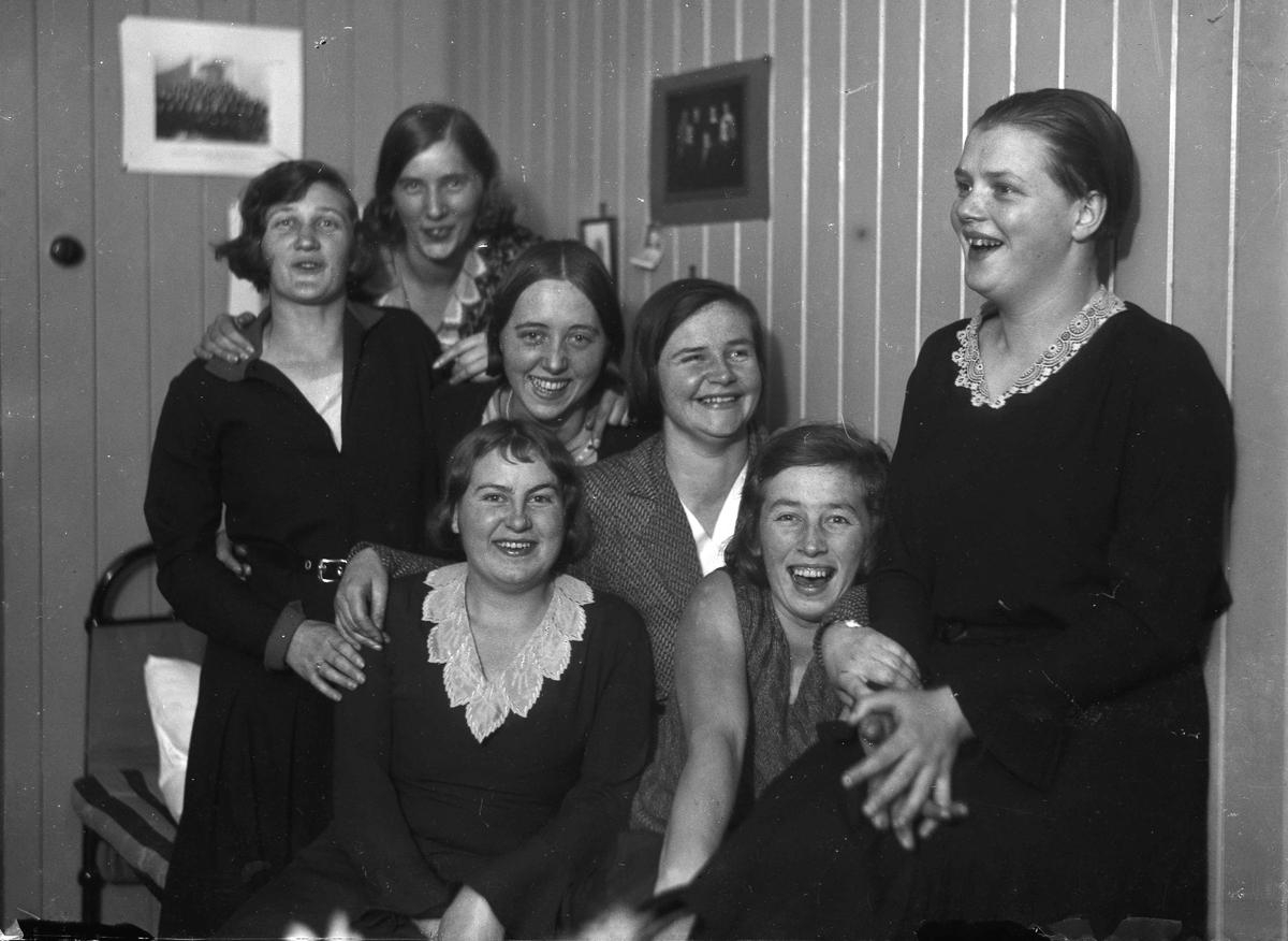 7 kvinner.