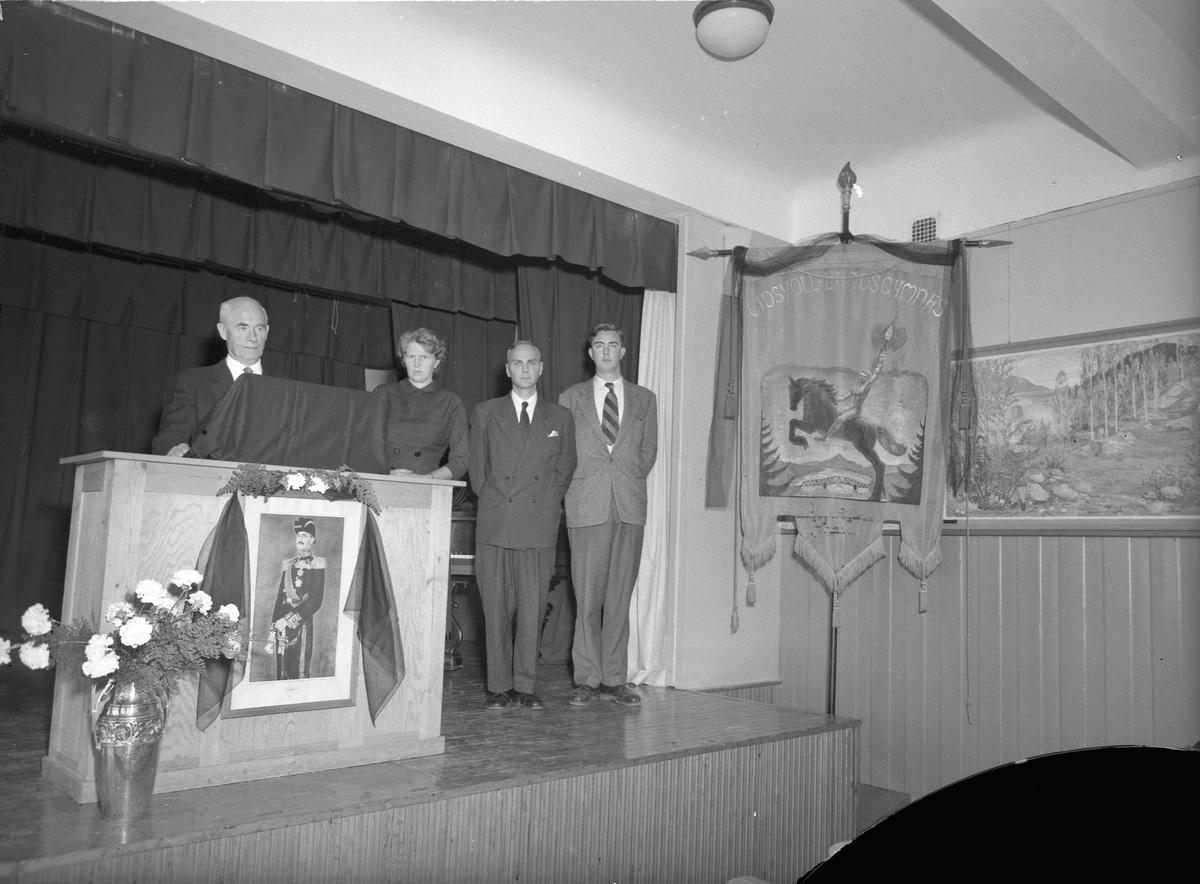 Brakstad og Sundli på Eidsvoll Landsgymnas. Sannsynligvis minnestund i forbindelse med kong Haakons død i 1957.