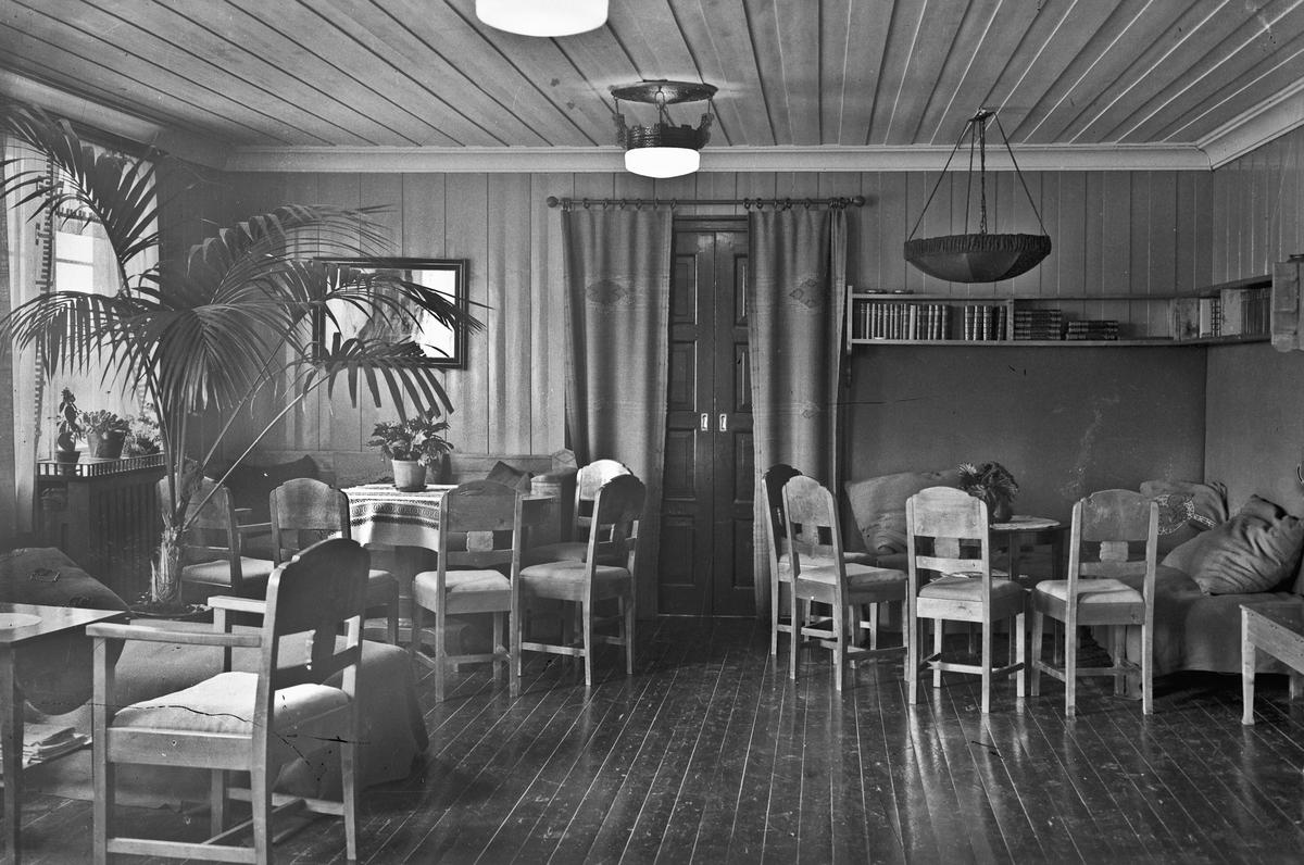 Interiør fra en spisesal, et hotell el.lign..