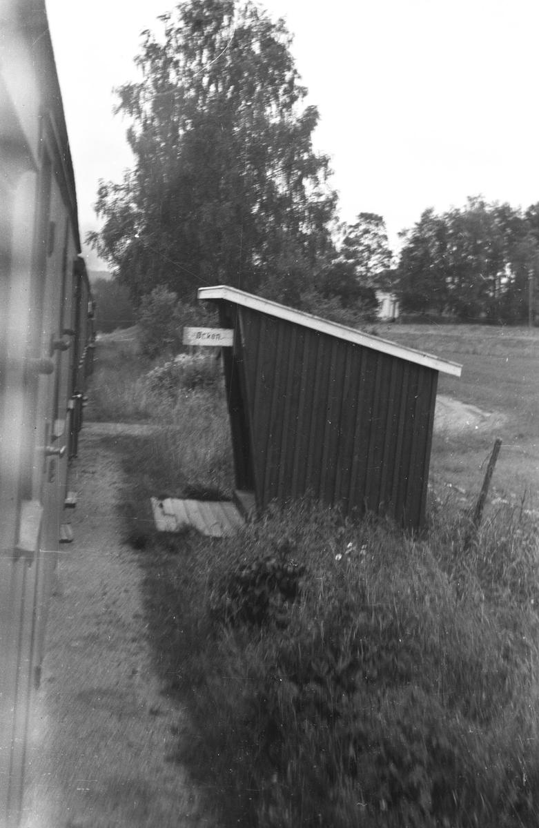 Ørken holdeplass. Tog 2051 retning Skulerud.