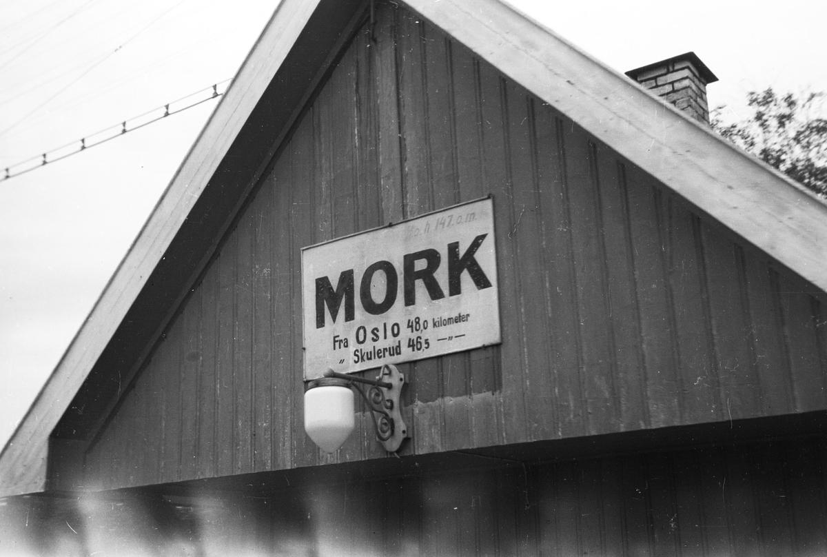 Mork stasjon.