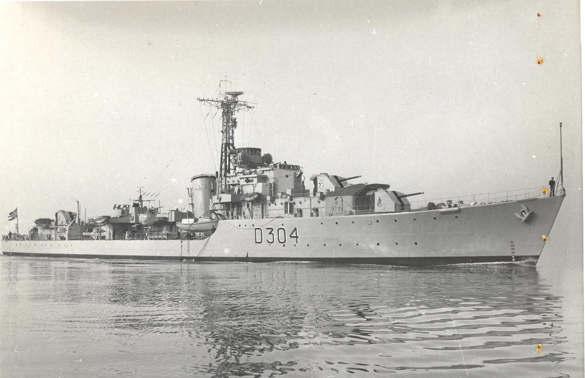 Jageren KNM Bergen, styrbord side