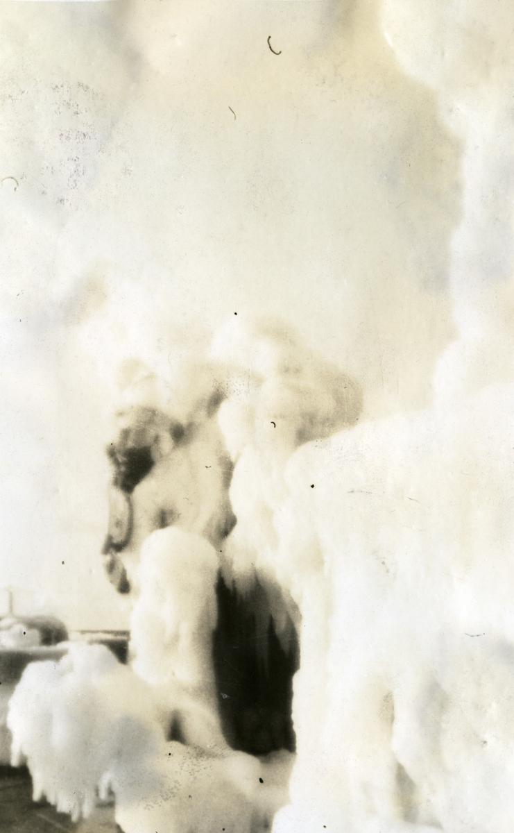 Album Ubåtjager King Haakon VII 1942-1946 Fartøyet nediset på reise St. Johns. NFLD til Hallifax N.S. 14.12.1943.