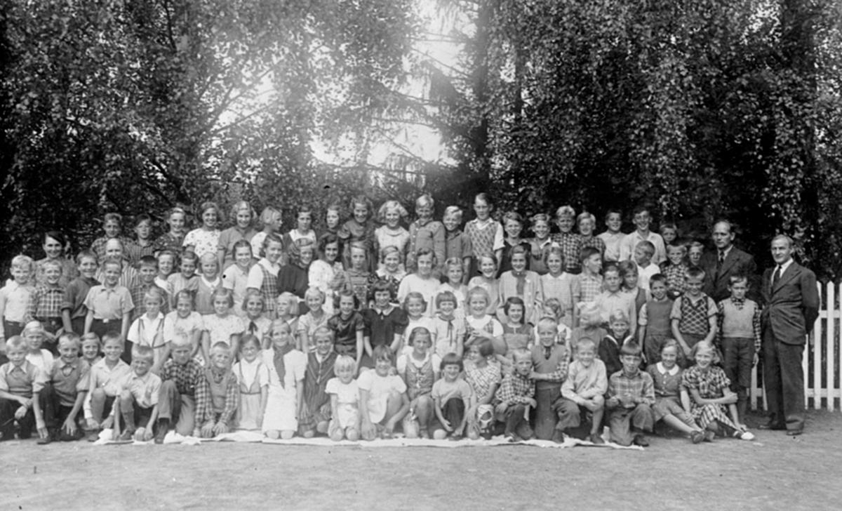 Elever og lærere ved Fagerlund skole, Brumunddal.