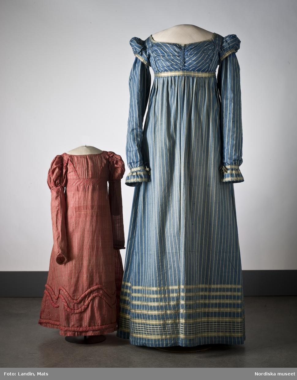Randig klänning av mörkblått halvsiden. Omkring 1815. Nordiska museet inv nr 164986.