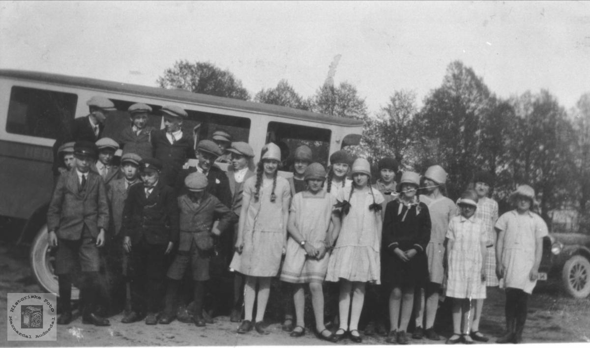 Skoletur våren 1929, Øyslebø.