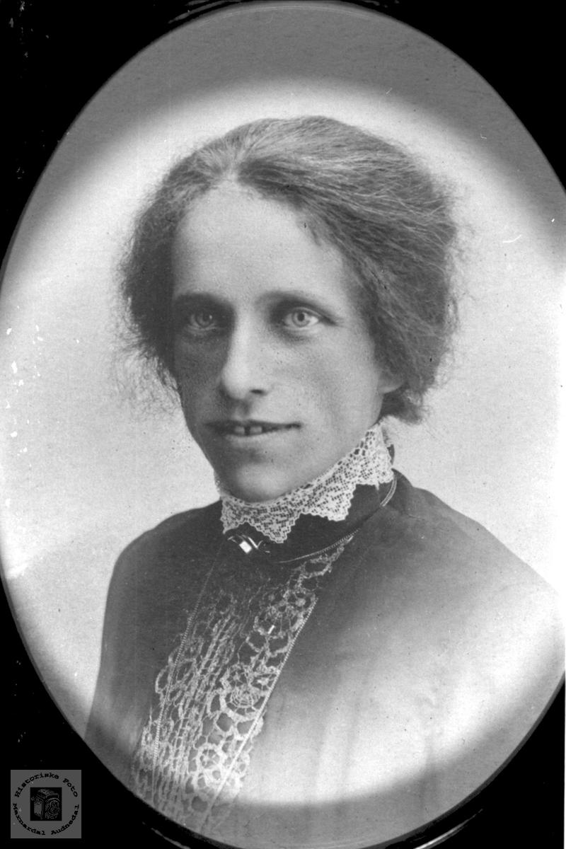 Portrett av Ruth Fasting.