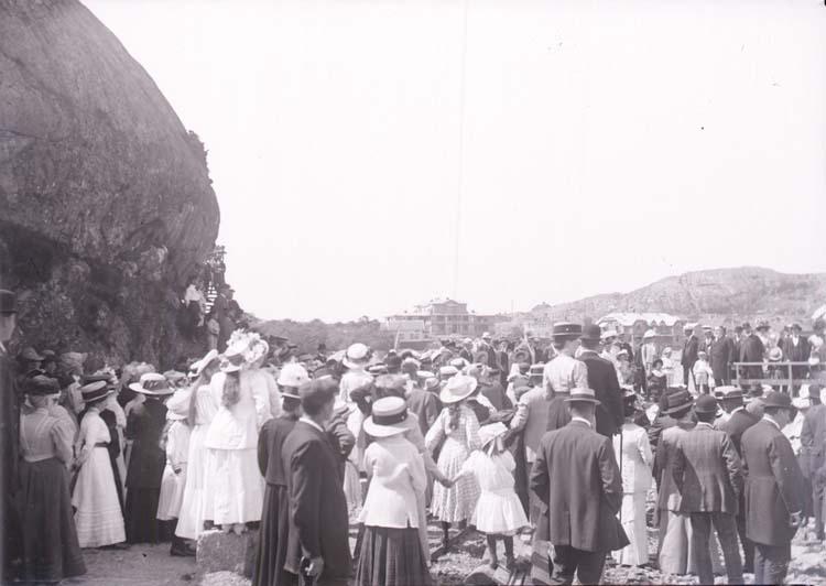"""Enligt text som medföljde bilden: """"Släggöbrons invigning Juli 10, Lysekil."""""""
