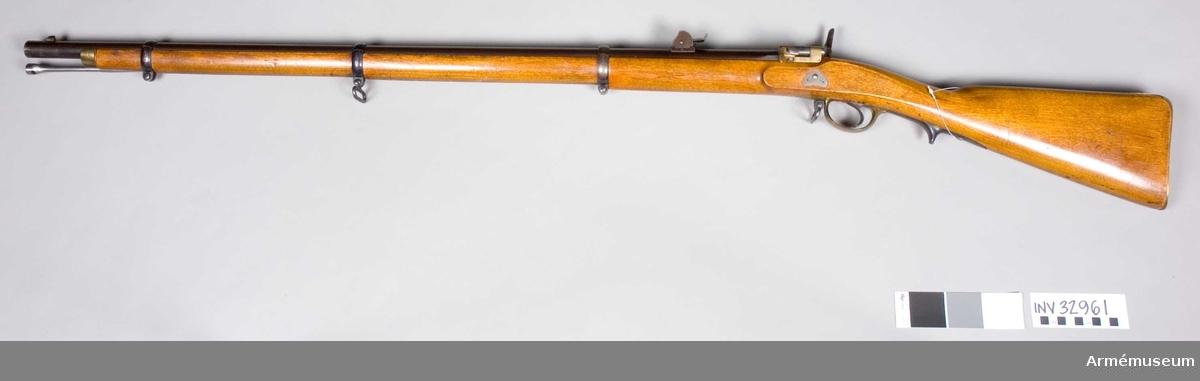Grupp C I. Loppets rel längd 60,1 kal. Antal räfflor 4 st. Räffelstigning 1 varv på 150 cm.Geväret är avsett för bajonett. Förändringsmodell/1869 från tiraljörgevär m/1857, dvs ett räfflat slaglåsgevär m/1857 som ändrats till bakladdare med mekanism av Krnkas system, för centralantändning.