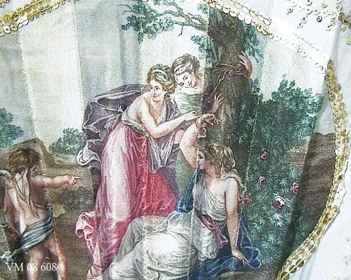 Målade kvinnomotiv och änglar. Guldfärgade paljetter runt målningarna.  Tillhörande svart ask av papp.  I behov av konservering.