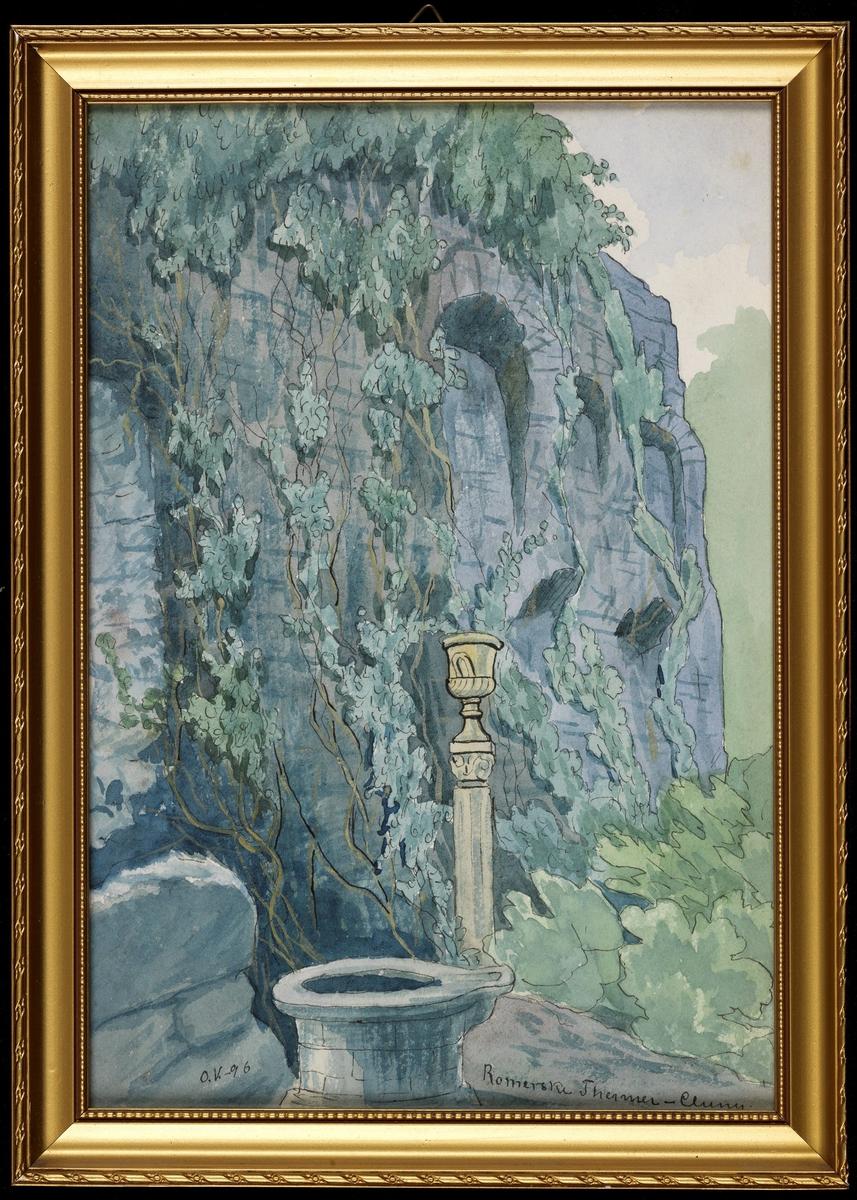 Grå mur m. rundbuenisjer, slyngplanter, i forgr.sirkelf. stenkar