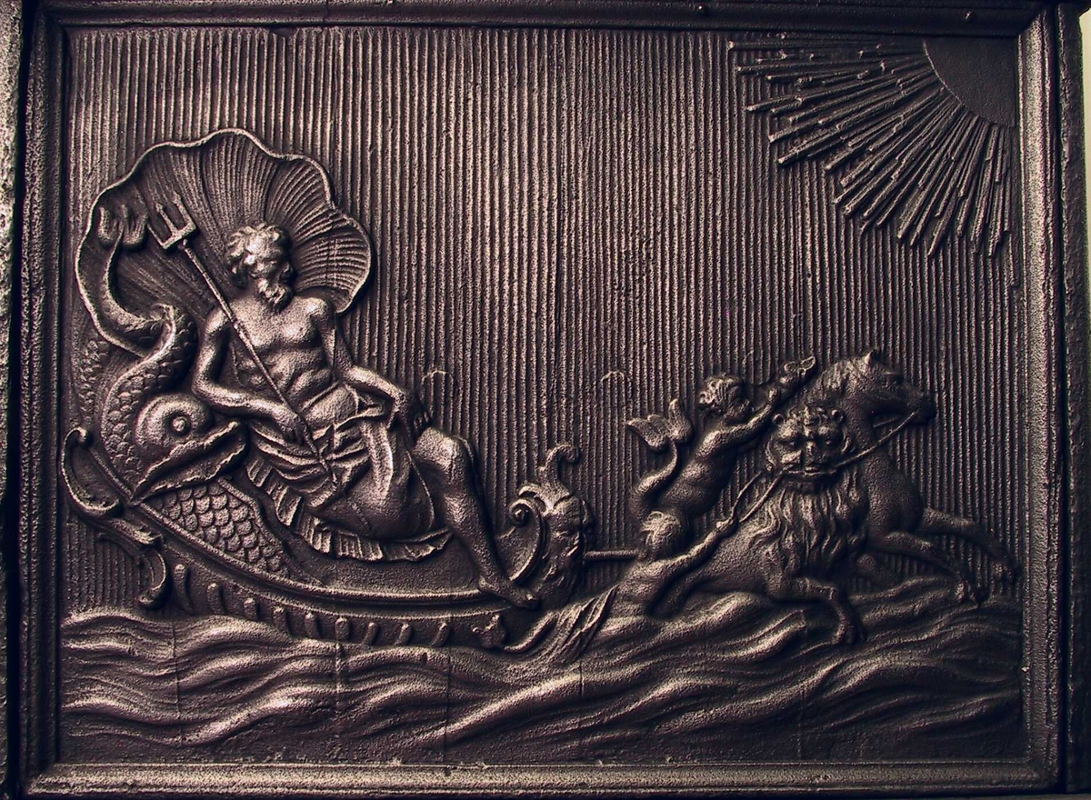 Neptun t. v. kjører på havet  trukket av sjøhest og sjøløve, // triton med delfin  // flodgud og  flodgudinne.