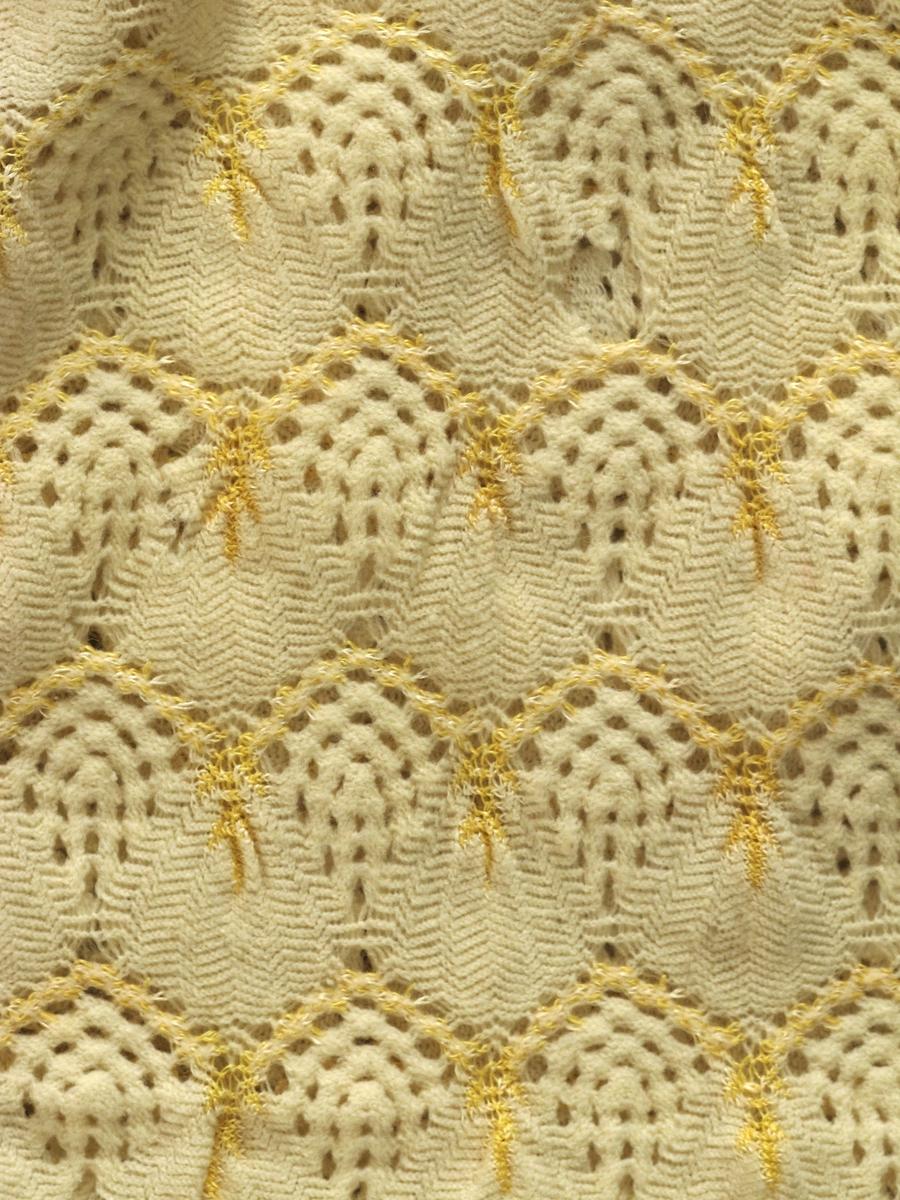 Gyllent gult sjal av blandingsmateriale, bl. a silke.