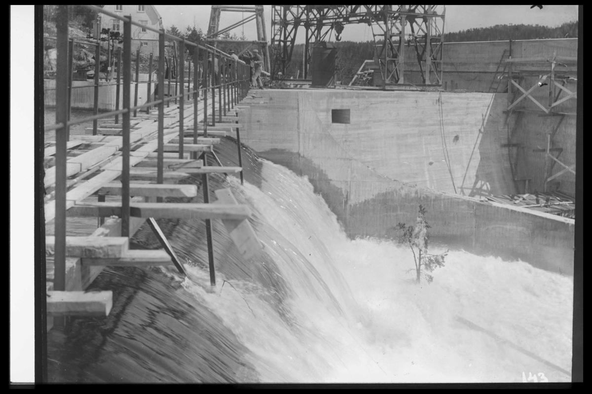 Arendal Fossekompani i begynnelsen av 1900-tallet CD merket 0470, Bilde: 67 Sted: Flaten Beskrivelse: Dammen under bygging