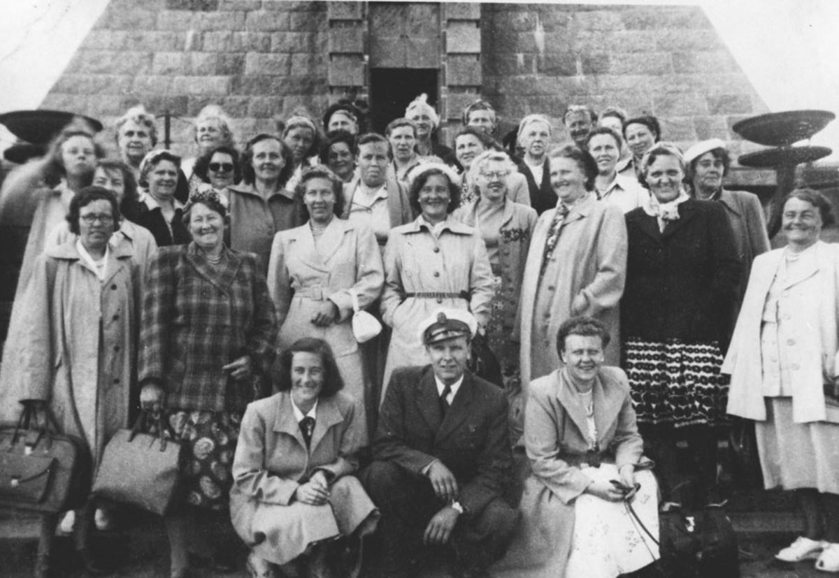 Ski arbeiderlags kvinnegruppe på tur til Stavern.