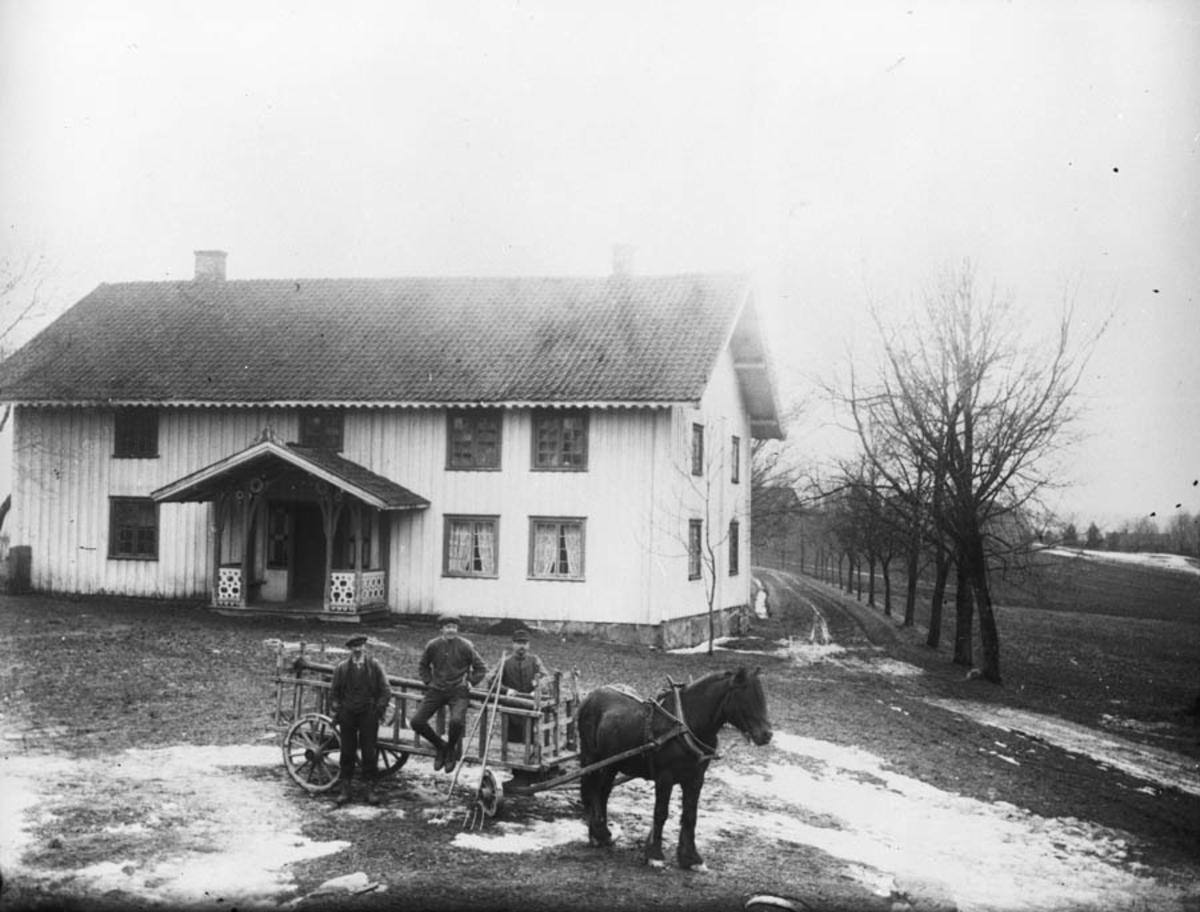Bygning fra 1792. Nyborg (husmann) med hest og høyvogn