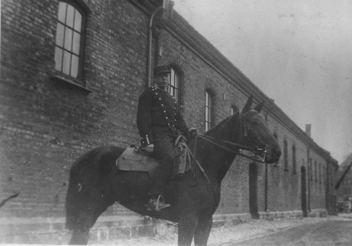 Fritz Jahrmann som kavalerist i 1934 - 35