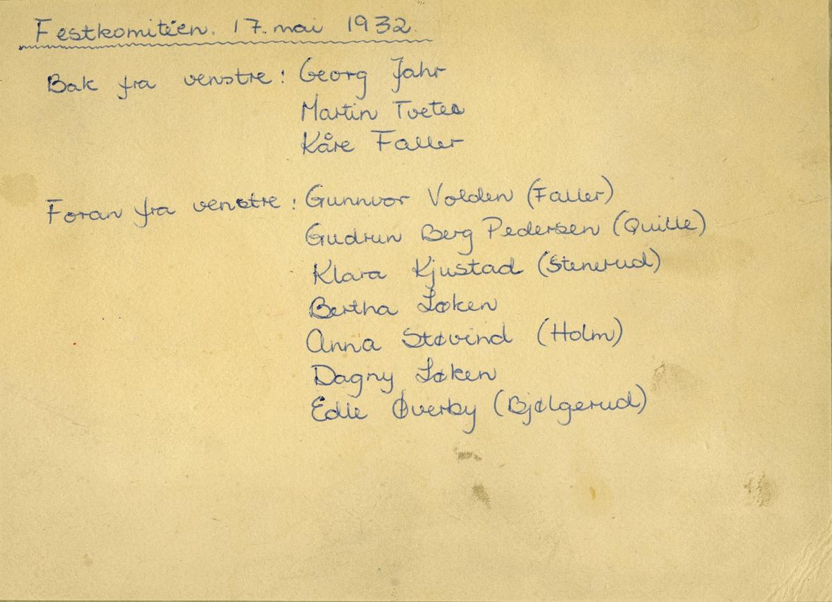Festkomiteen 17. mai 1932 i Fet ungdomslag, tatt foran forsamlingshuset «Ungdommen» i Falldalen i Fet.