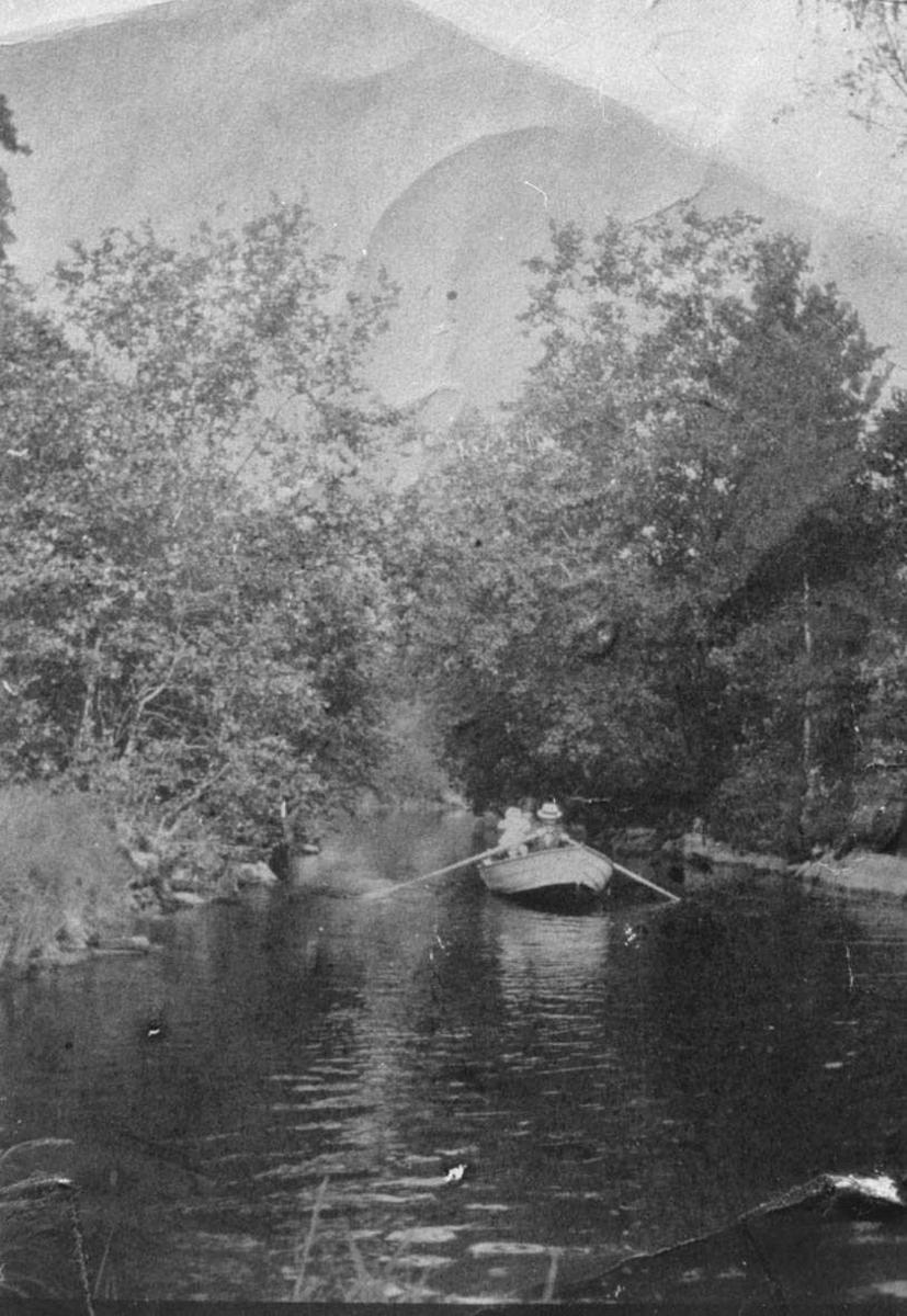 Båttur med robåt på Fjellhamarelva.
