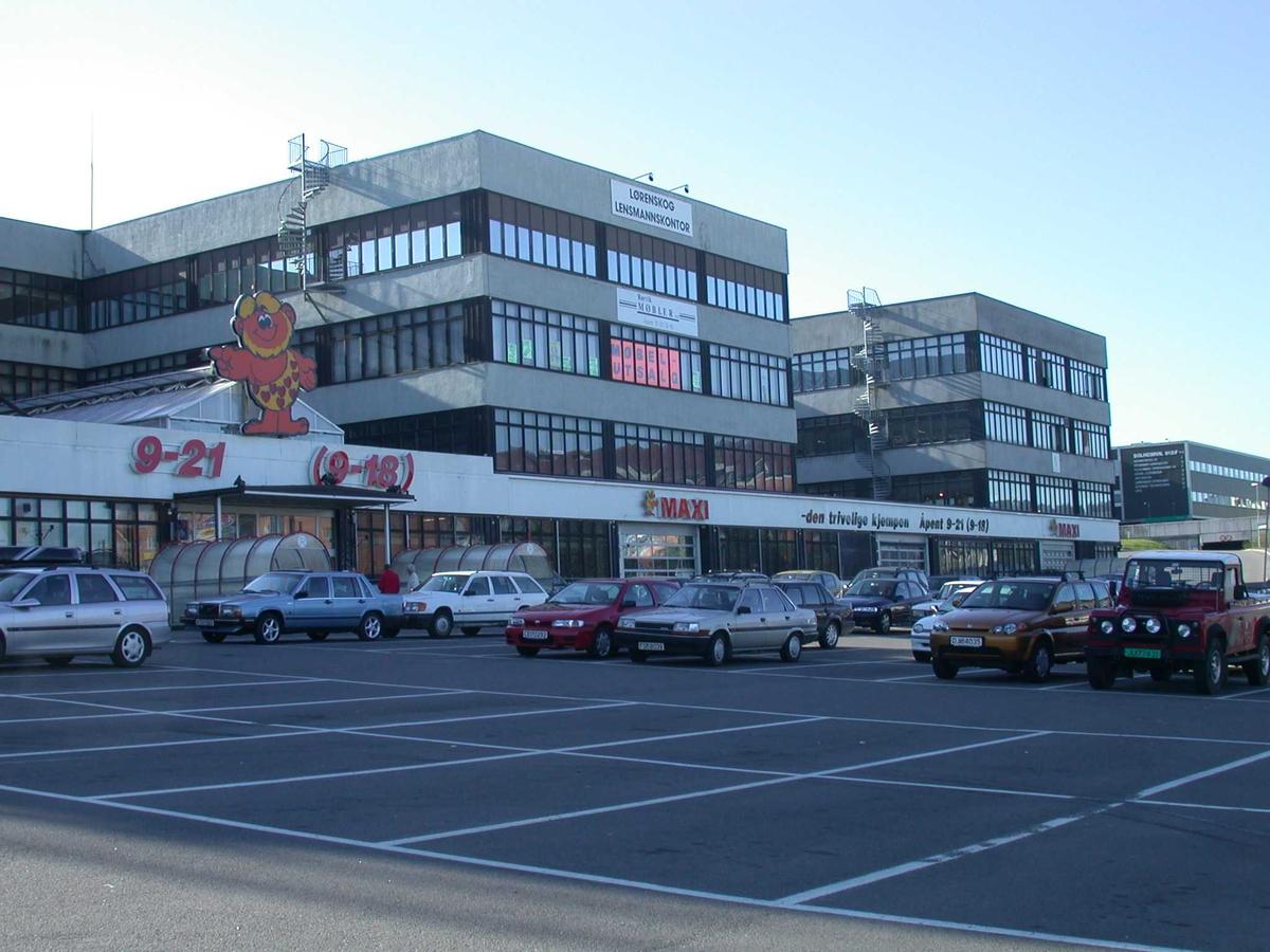 Maxibygningen inngangen Tidlig om morgenen Fotovinkel:SV