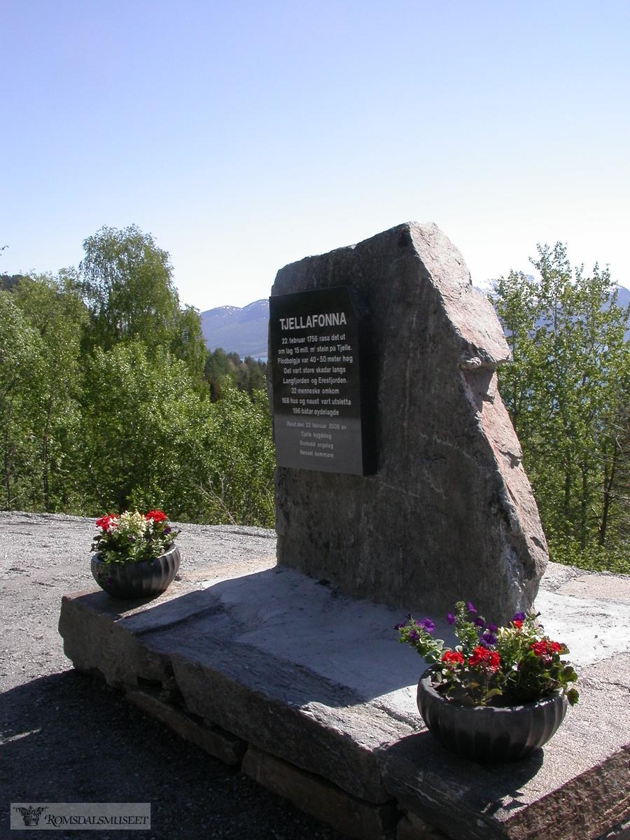 Tjellafonna, minnesmerke fra 2006.