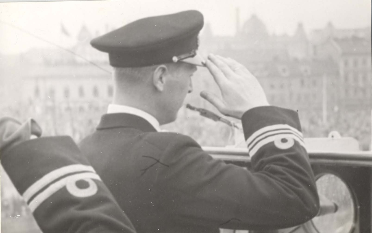 Jageren Stord, skipets sjef, Kaptein Øi,  1946