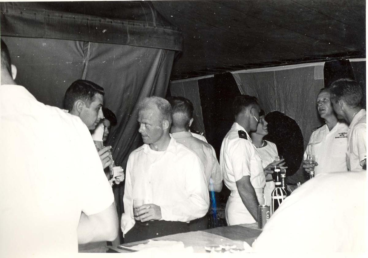 Enkeltbilde. C-kl jager, KNM Bergens tokt til Key West i 1962. det ser ut som at det er sivile deldakere i selskapet også.