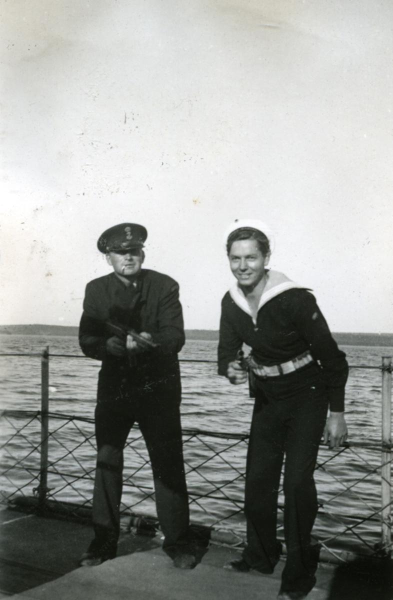 Album Ubåtjager King Haakon VII 1942-1946 Forskjellige bilder. Ove B. Hansen og Johs Thorsen.