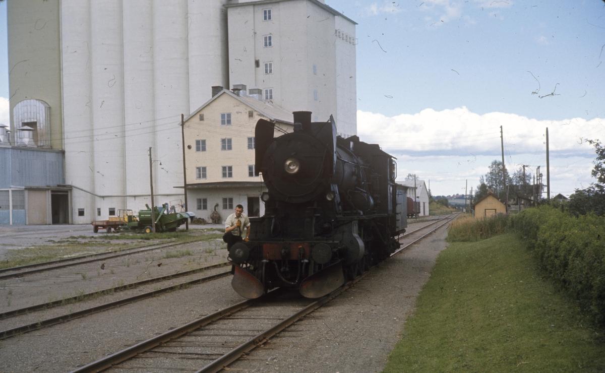 Skifting med damplok type 30b nr 347 på Lena stasjon.